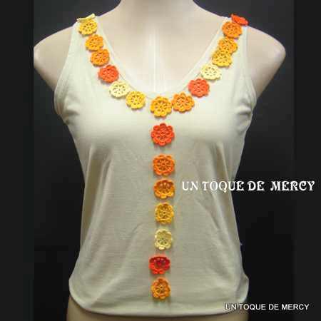 Un toque de mercy blusas decoradas con flores de crochet for Aplicaciones decoradas