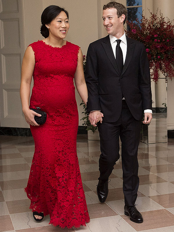 Facebook CEO stuns with pregnant wife at China state dinner (photos)