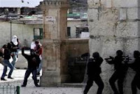 Arabs stone police, tourists on Temple Mount
