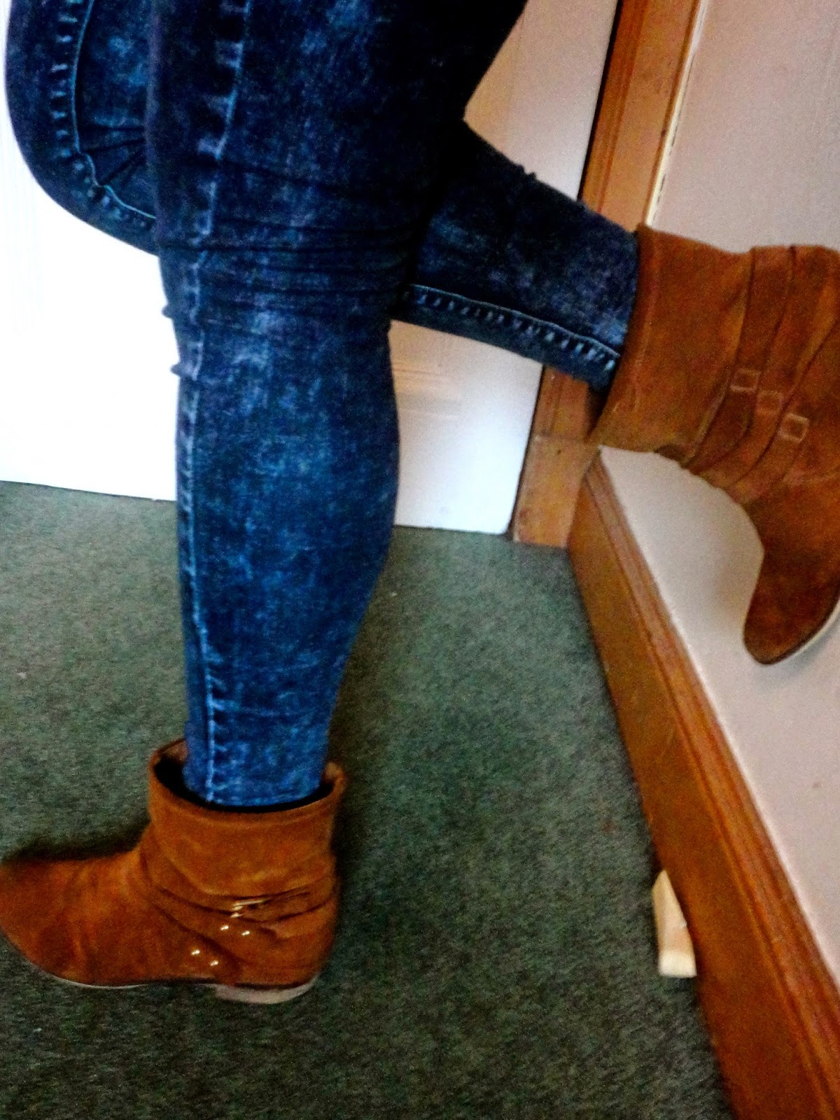 Outfit details of blue acid wash jeans and brown ankle boots