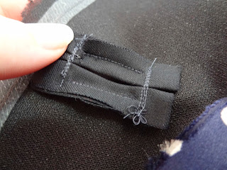 Julia Bobbin, Tutorial: Bound Button Holes and Facings
