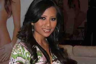 Foto Profil Christina Hadiwijaya Artis Seksi