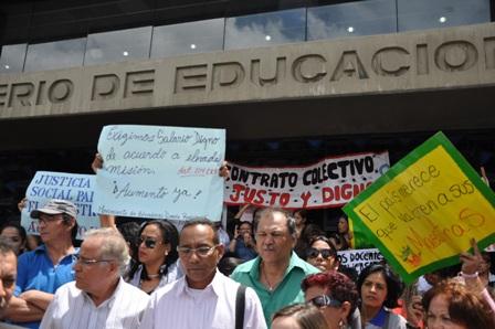 Maestros conmemorarán su día con una jornada de protesta