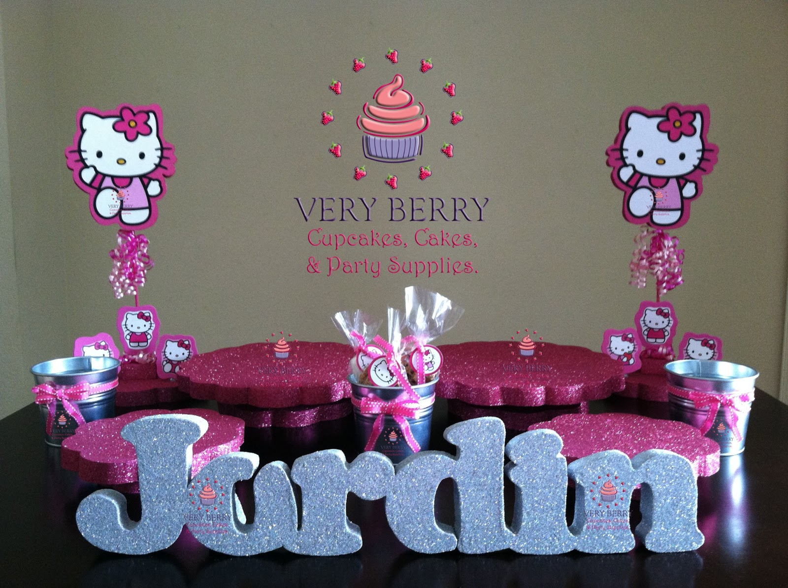 Deco Cupcake Hello Kitty : Veryberry Cupcakes: HELLO KITTY DESSERT TABLE DECORATION