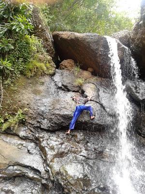 Menantang diri, ingin menuju puncak air terjun
