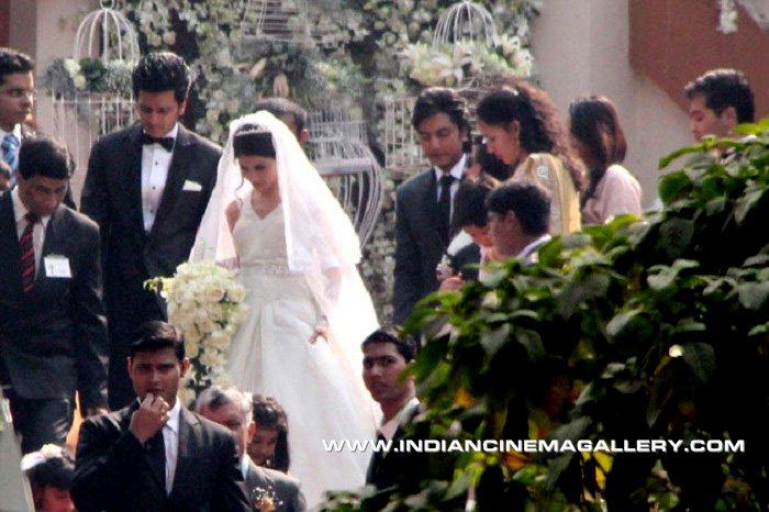 WEDDING CLOUDS: Ritesh & Genelia wedding pics....