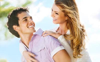ما هى أسباب حب وتفضيل الرجل الشرقي للمرأة الشقراء رجل يحمل امرأة حبيبته فتاة الحب الرومانسية العلاقات man carry woman girl love romance