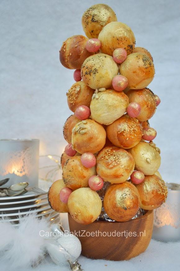 Kerstboom van broodbolletjes