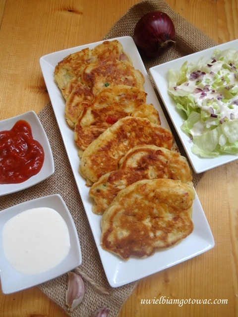 Wytrawne pancakes z kiełbasą i papryką