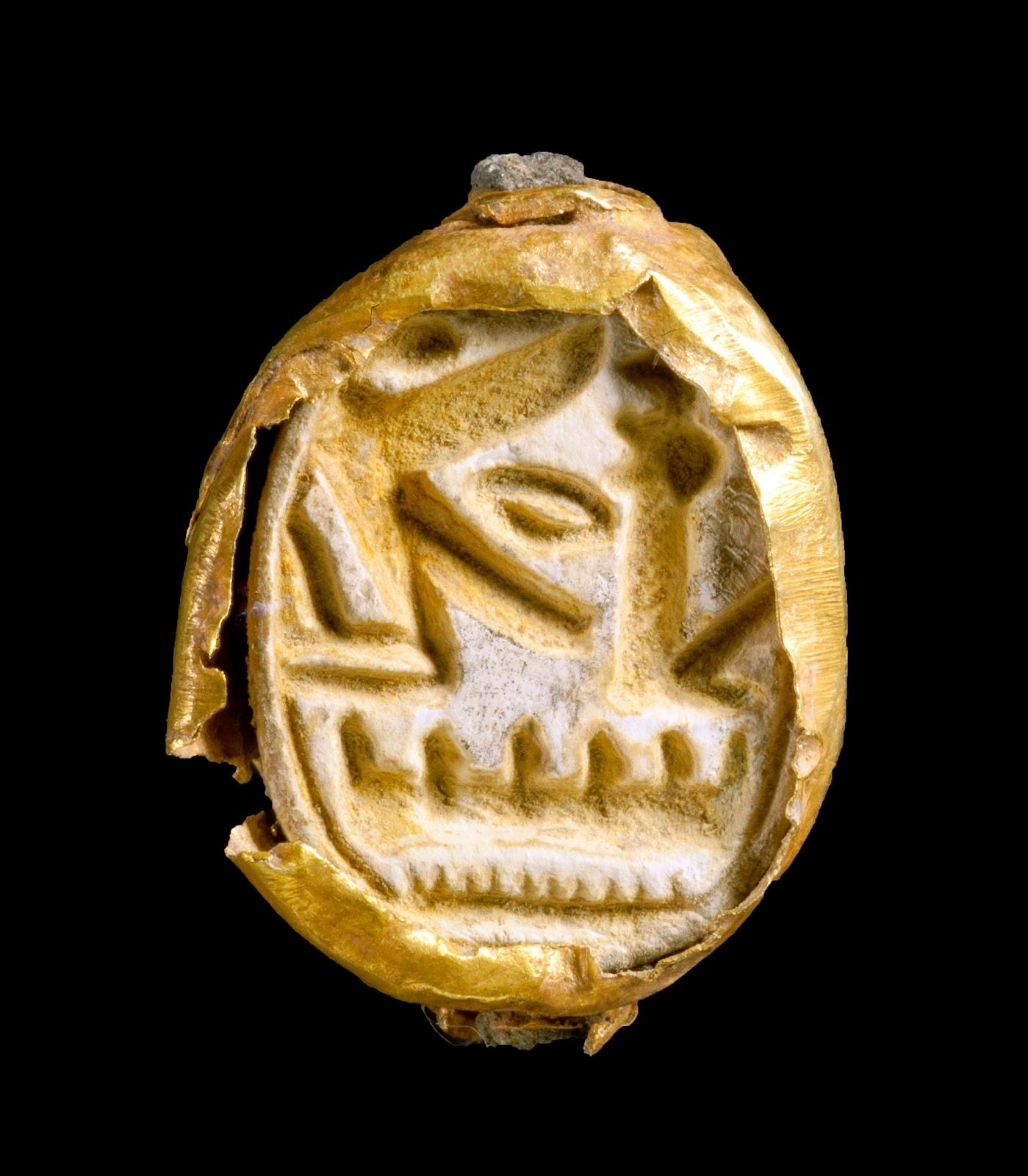 Il sigillo a forma di scarabeo ritrovato nel sarcofago Foto Clara Amit Israel Antiquities Authority