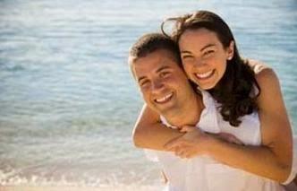 كيف تكسبين إعجاب عريسك فى ثانية واحدة - العلاقة العاطفية الرومانسية العشق رجل يحمل امرأة