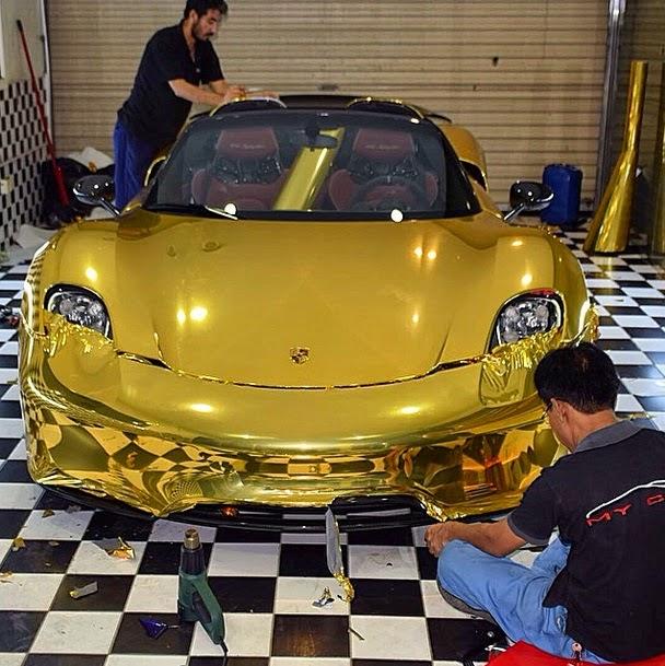 einzigartiges goldst ck porsche 918 spyder in gold myauto24 das autoblog im internet myauto24. Black Bedroom Furniture Sets. Home Design Ideas