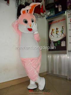 cho thuê mascot thỏ hồng