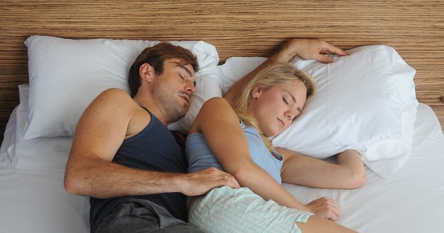 Romantic Sleeping Positions What does a Couple's S...