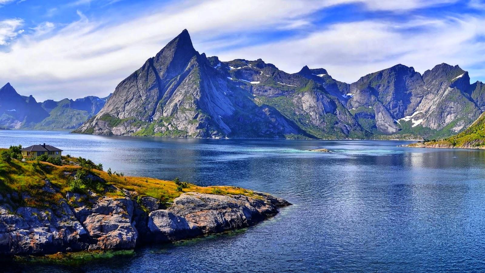 """""""Wielkie rzeczy się dzieją kiedy się spotykają ludzie z górami"""". 7040162-mountains-background"""