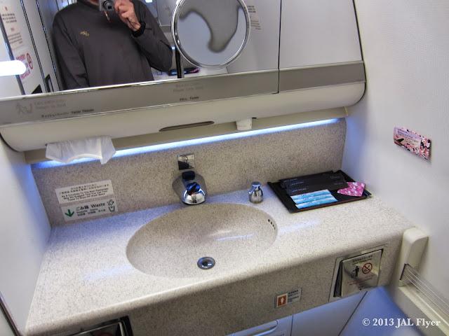 JAL 777-300ER First Class lavatory