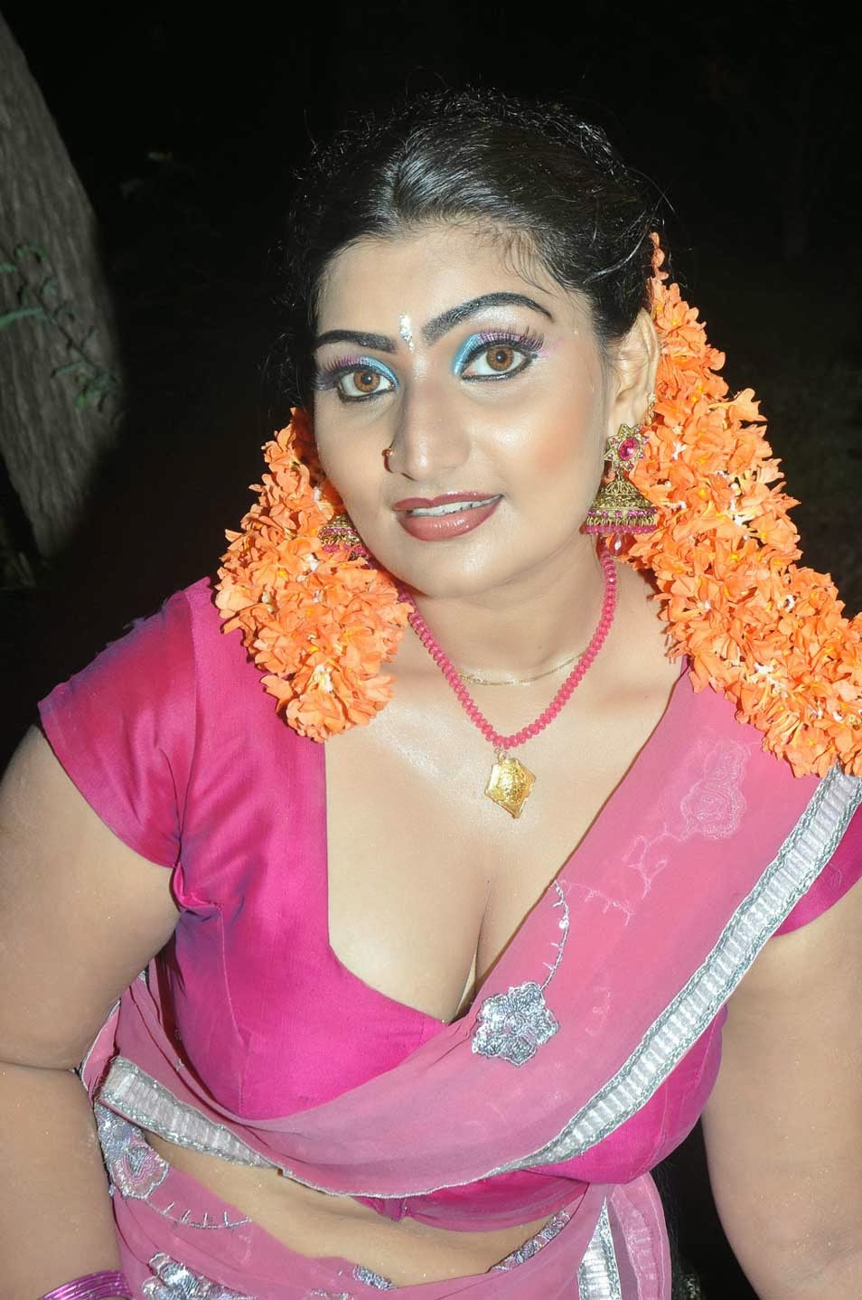 Photos Tamil Actress Mulai Pundai