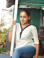 Anajana Deshpande dazzling photos-cover-photo