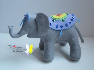 elefante-fieltro-sobremesa-indio-Hindú-elbosquedelulu-hechoamanoparati-regalo-navidad-animales-peluches-regalo-personalizado