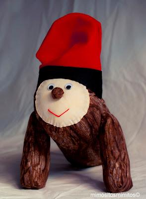 muñeco tradicional de Tió hecho a mano para regalar en Navidad