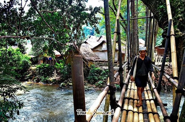 Jembatan bambu di baduy luar