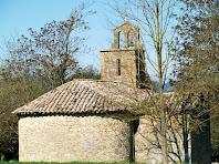 Detall de l'absis i el campanar-torre d'espadanya de l'ermita de La Damunt
