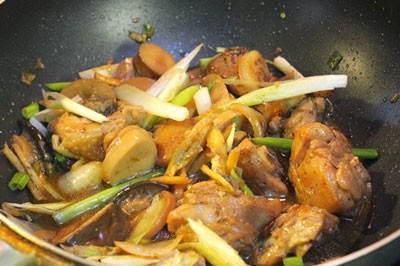 Vietnamese Food Culture - Thịt Gà Kho Nấm