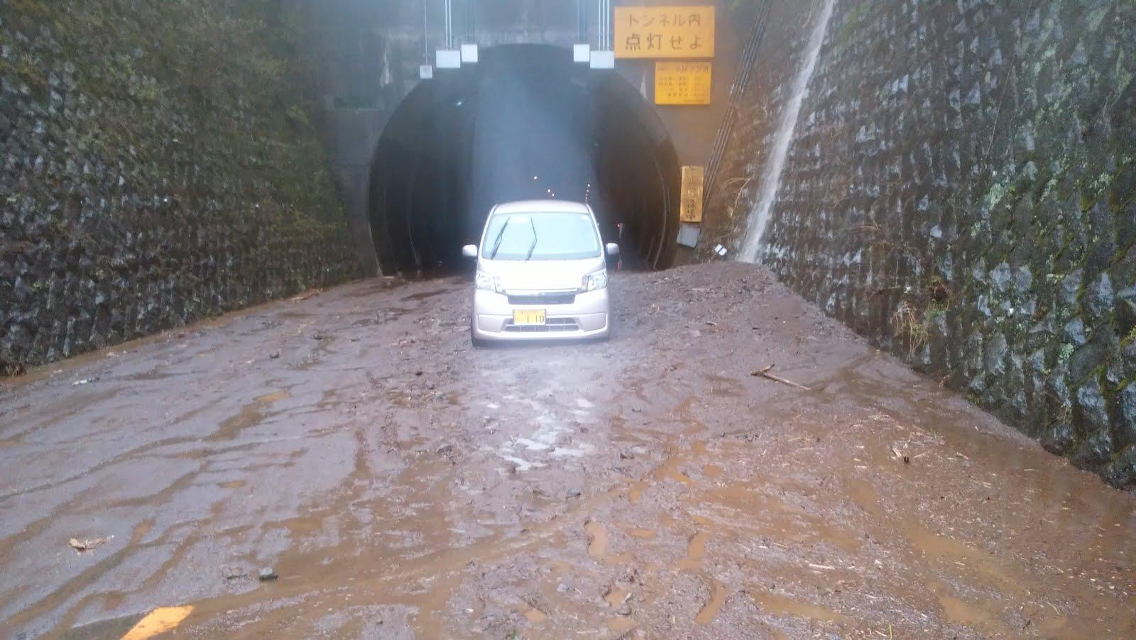 県の要請受け土砂を撤去】箱根・乙女トンネル土砂崩れ、復旧に山