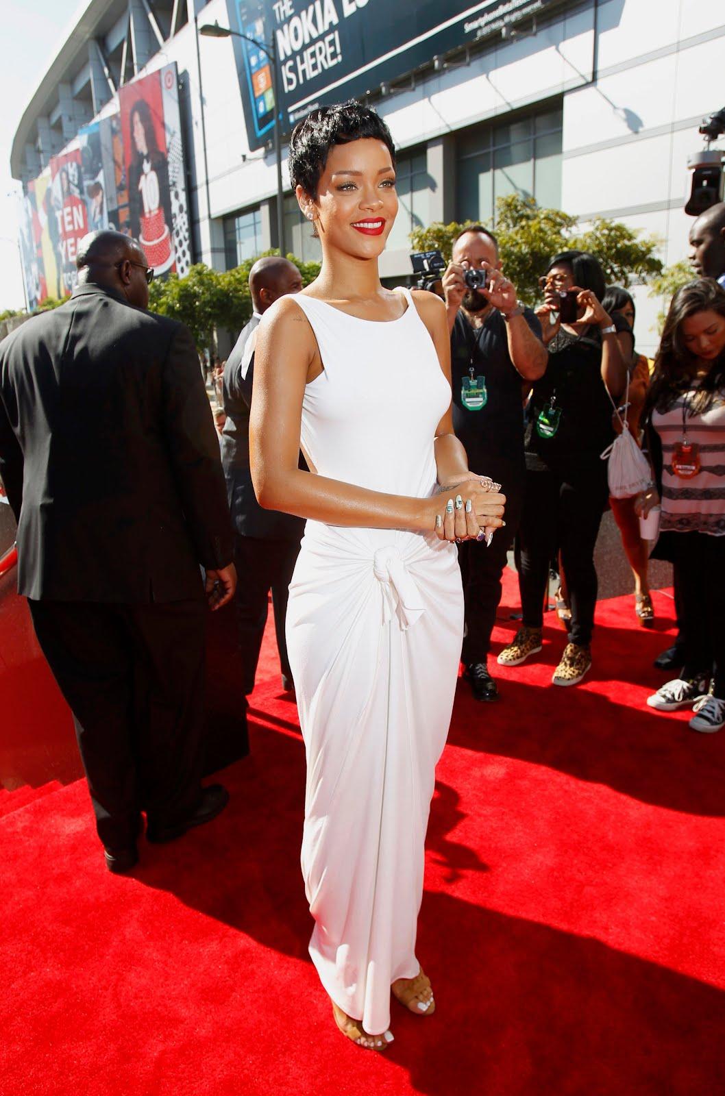 http://4.bp.blogspot.com/-VwyZhGr6Gpw/UElOlHcchgI/AAAAAAAAMqU/GR2_Mzw1_Ww/s1600/Rihanna-en-MTV-Video-Music-Awards-2012-1.JPG