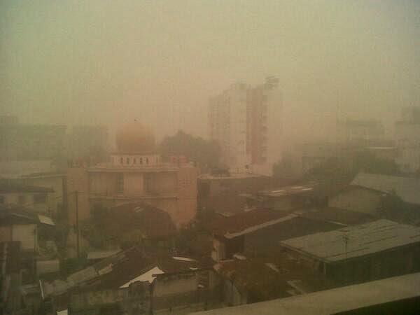 Foto-Foto Mencekam Kabut Asap Yang Selimuti Riau