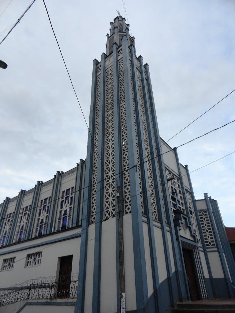 iglesia del barrio FUNDADORES en manizales