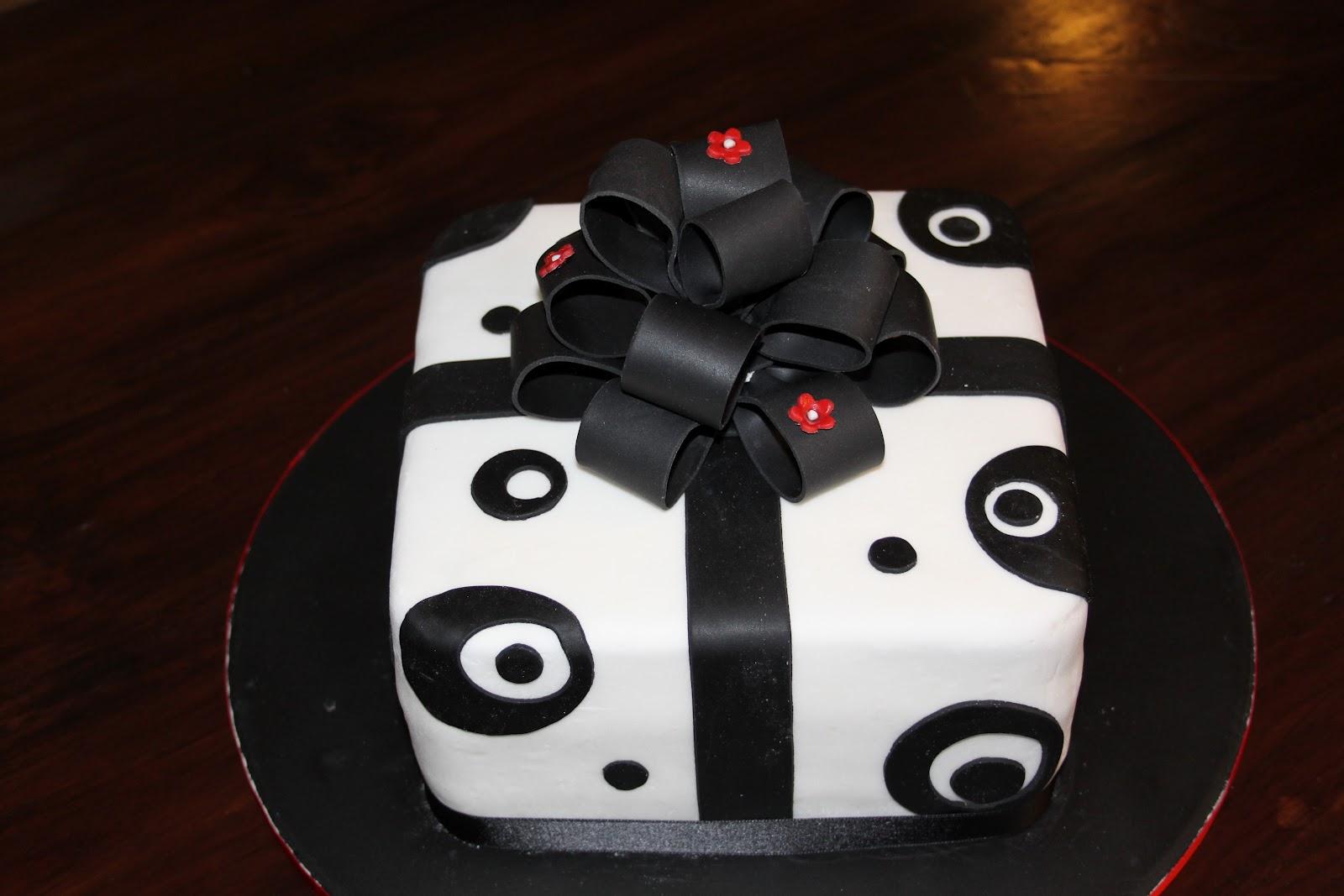 Su boss de sas turtas black white cake for Aspirare significato