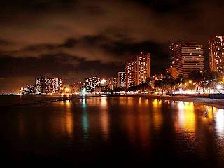 Waikiki Beach Hawaii (Best Honeymoon Destinations In USA) 9
