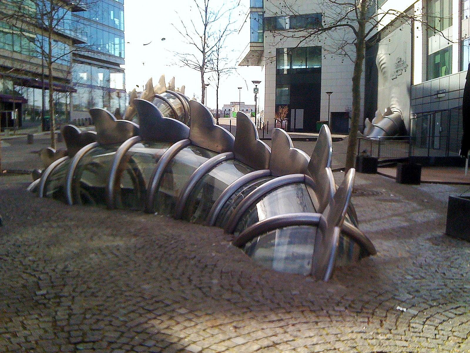 Paris la danse de la fontaine mergente oeuvre de chen for Fontane da laghetto