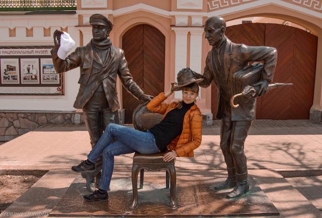 Путешествия: О жизни: Скульптура 12 стульев Чебоксары