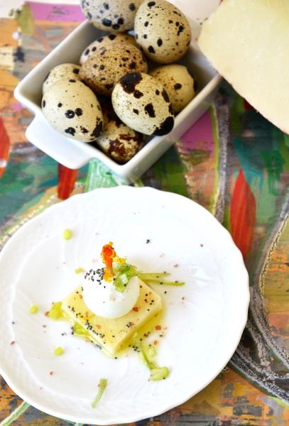 spiedini di uova di quaglia, pecorino fresco e semi di papavero