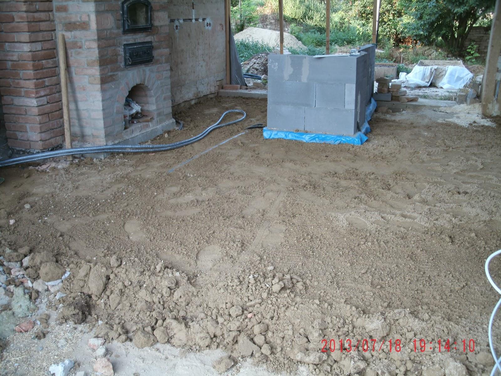 wir renovieren ein lehmhaus das lehmhaus in 2013. Black Bedroom Furniture Sets. Home Design Ideas