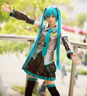Vocaloid Hatsune Miku cosplay by Asami Uki