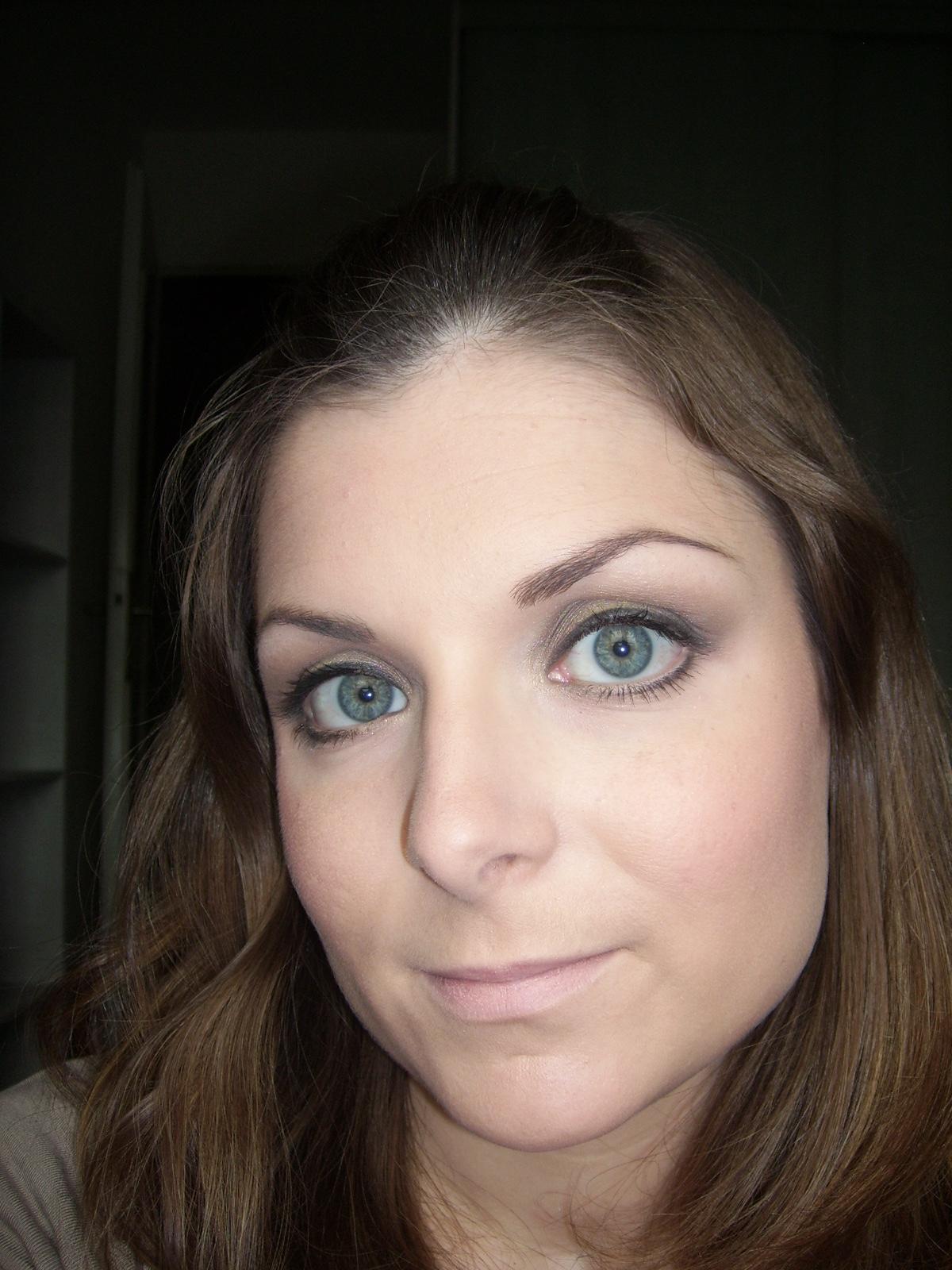 marie love cosmetics oser du jaune sur des yeux bleus. Black Bedroom Furniture Sets. Home Design Ideas