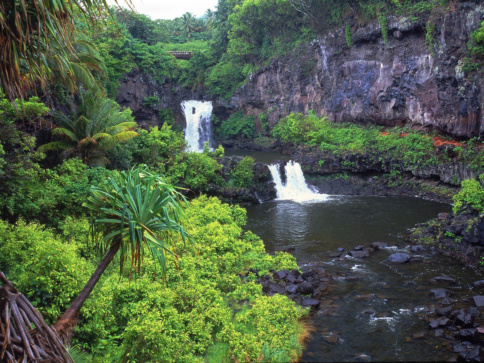 http://4.bp.blogspot.com/-VyT_euZKs0o/TeZbj6W10FI/AAAAAAAAAjU/G8z63JzKbjc/s1600/Pools_of_Oheo_Maui_Hawaii.jpg