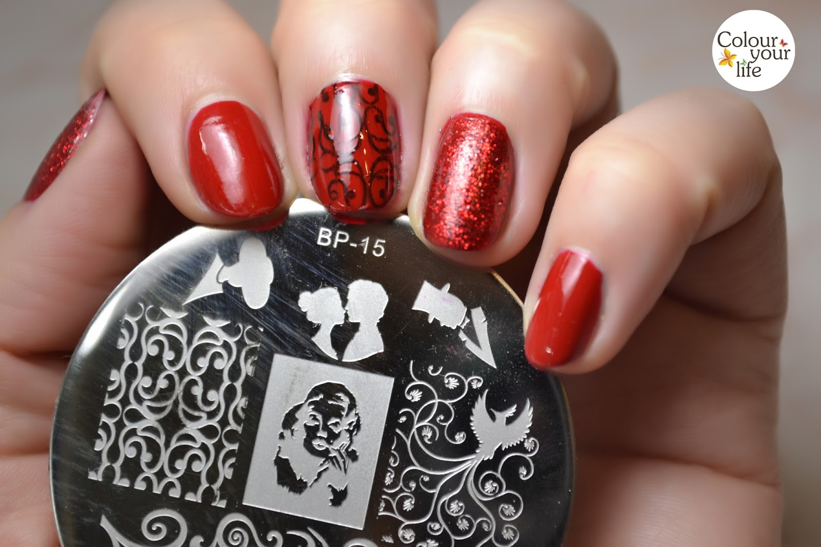 Colour your life: Red nails for New Years Eve