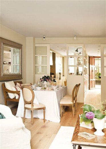 El salón comedor, a su vez, se puede aislar del recibidor con otra