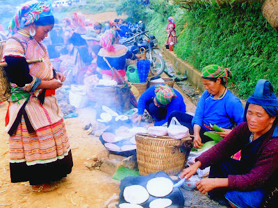 Colorful costumes of ethnic Vietnamese Sapa