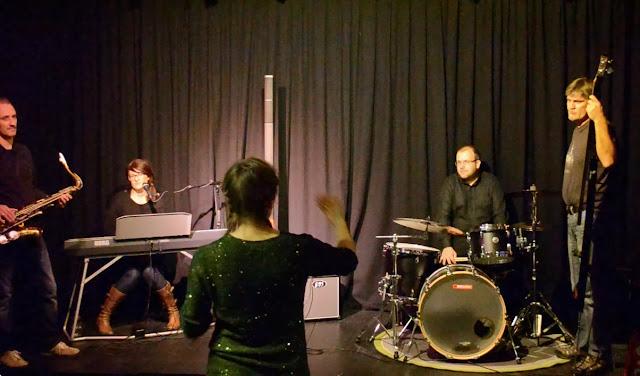 Nadja Bertelli Band instrueres av konsertdesigner Kaja Løvdal
