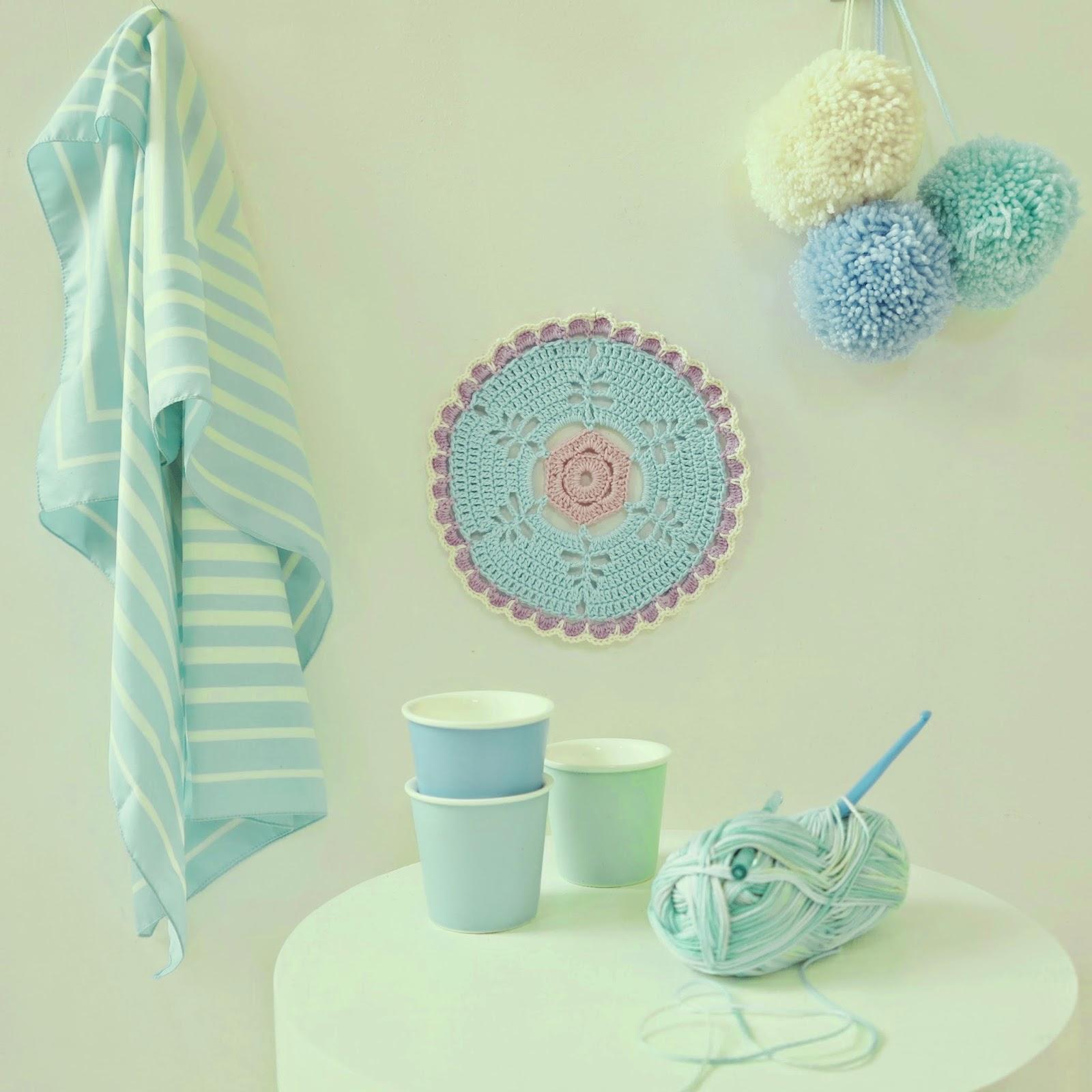 ByHaafner, crochet, doily, pompoms, pastels