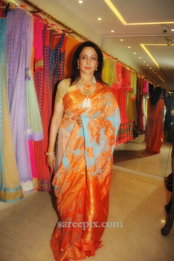 Hema-malini-at-Neeta-lulla-new-collection-launch