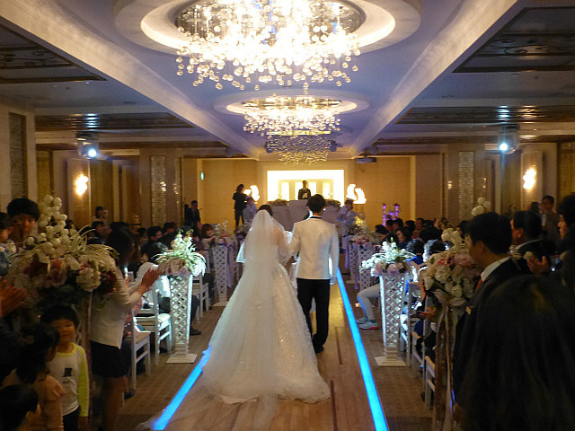 Touch daegu press artcle guide to korean weddings then both sets of parents will join the stage and the entire wedding party bows to all guests there are no speeches or other informal presentations junglespirit Images