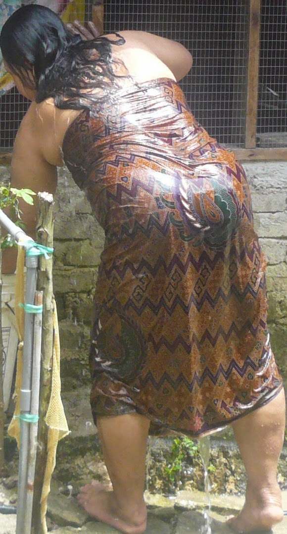 Desi Mallu Aunty Wet Nude Bathing Pictures