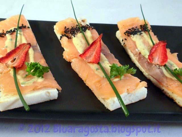 04-tramezzini al salmone con chips di fragole