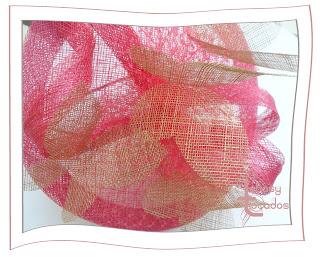 Tocado rosa y beige con mariposas de Lebasy Tocados modelo Ariadna